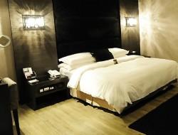 日光河堤旅店